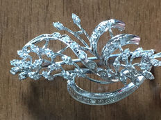 Vintage 18 kt white gold brooch with diamonds totalling approx. 0.80 ct – 1950s.