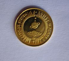 Bhutan – 1 sertum gold coin, year: 1995, representing the Solar System on one side of the coin.
