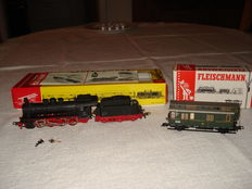 Fleischmann H0 - 1351/5050 - locomotive with tender BR55 of the DB + mail carriage