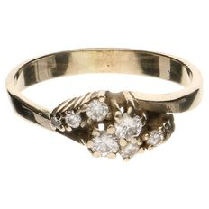 14 kt yellow gold ring with 8 diamonds with a total of approx. 0.37 ct E-G VVS-VS, the two centre stones are 0.10 ct. each