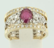14 k bicolour gold ring set with an oval cut ruby and Bolshevik cut and octagon cut diamonds as entourage, ring size 17 (53)