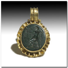 Roman Gold Pendant with Serpentine Intaglio of Zeus, 2.9 cm L including loop