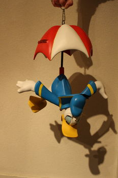 Disney, Walt -  Hanging figure - Donald Duck with parachute