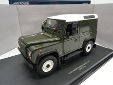 Universal Hobbies - Scale 1/18 - Land Rover Defender 90 Hard Top - Colour Green with white roof