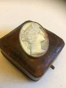 Victorian mother of pearl cameo brooch with rose gold edge