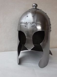 Important medieval helmet made by hand, the various parts are joined together with rivets, copy used in many movies, made in steel with head cover made in Italy