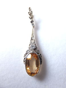 14 karat white gold Belle Epoque pendant with topaz and diamond, Europe, around 1920.