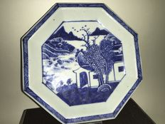 A blue/white octagonal plate - China - 18th century