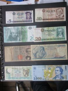 World - banknote album with 153 banknotes from around the world.
