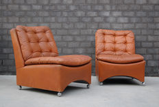Unknown designer –Two cognac brown leather lounge chairs