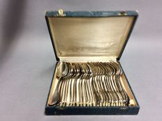 Large spoons and large forks for 14 persons in original case, England, ca. 1950