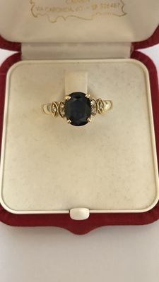 18 kt gold ring with 0.06 ct diamonds and sapphire