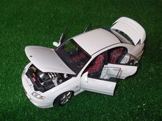 Biante-AUTOart - Scale 1/18 - Holden Commodore VT2 HSV R8 Clubsport 250kW LS1 - Heron White