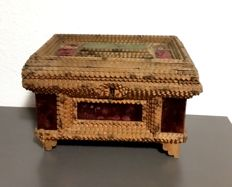 Jewellery box with chip carving and velvet lining - Tramp Art - Germany - ca 1910