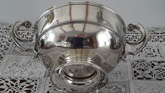 Beautiful sterling silver cup or trophy, Elkington & Co, Birmingham, 1906