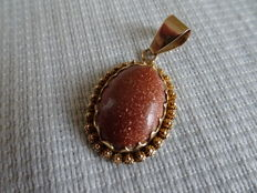 Gold pendant with gold stone and Zeeland buttons.