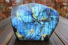 Bright, colourful piece of polished Labradorite - 17,5 x 14 x 5,5cm - 2,88kg