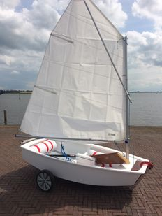 Optimist with hand trailer and cover - Demonstration model - 2015
