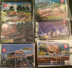 Faller H0 - Faller kits, railway buildings, greenhouses, harbor, telephone poles with wire and two houses under construction.