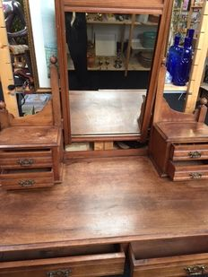 Oak wood vanity table with mirror, James Shoolbred & co., England, approx. 1900