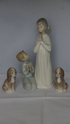 Lladró - Praying mother with kneeling child and two dogs