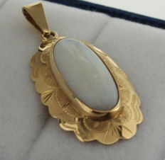 14k gold pendant with opal