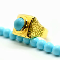 Handcrafted 18 kt gold ring with turquoise