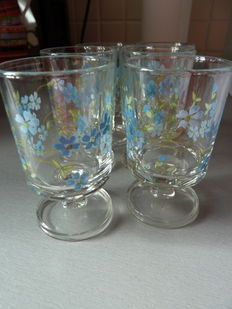 Lot of six glasses decorated with forget-me-nots