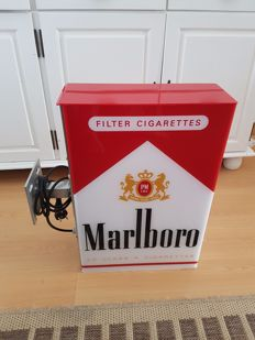 We are putting up for auction an old Marlboro light box, 20th century