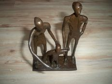 Magnificent sculpture - Father / Mother and Child
