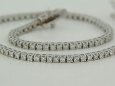 White gold tennis bracelet set with 105 brilliant cut diamonds, ca. 0.90 ct in total, Top Wesselton VS/SI ****no reserve price****
