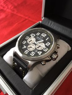 TW Steel Specials TW675, Lotus Renault GP Watch, 45 mm men's watch, 2011.