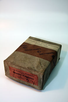 Carton with butt plates for army boots