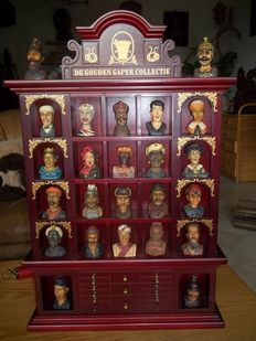 """The """"Gouden Gaper Collectie""""  (Golden Gaper Collection) - Beautiful wooden cabinet with complete and entirely intact set of 24 numbered Gapers - In mint condition."""