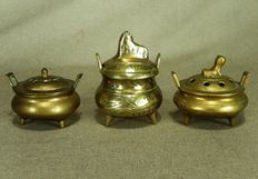 Three bronze tripod incense burners - China - Early 20th century (period of the Republic)