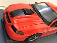 AUTOart - Scale 1/18 - 2004 Ford Mustang Mach 1 in Competition Orange