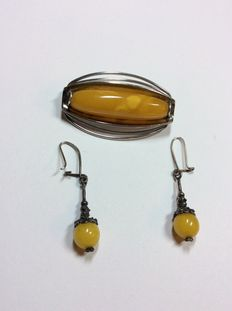 Antique amber jewellery, 835 Fischland