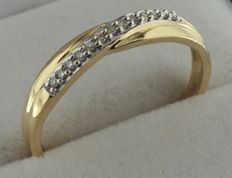 14 kt gold ring with zirconia