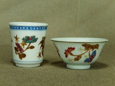 Two special porcelain cups with three kinds of flowers, marked - China - 19th century