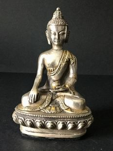 Buddha Shakyamuni silver and golden bronze - Nepal - late 20th century