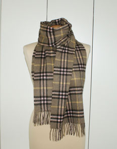 Burberrys of London – Giant scarf