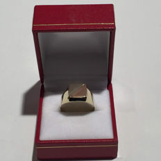 Yellow, rose, white gold tri-colour men's signet ring - no reserve