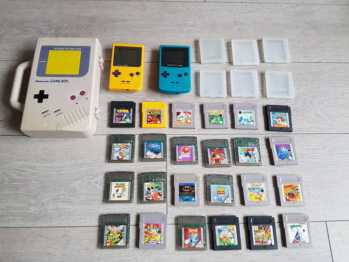 Game Boy Color blue and Game Boy pocket yellow with 24 games