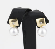 Square yellow gold earrings set with brilliant cut diamonds and with hanging Australian South Sea pearls