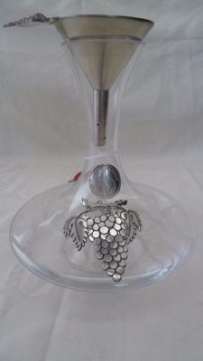 Potstainiers Hutois, decorated with Tin and Pewter wine decanter funnel 94%