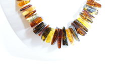 Necklace of natural Baltic amber, mixed colour, 50.02 grams. No reserve, silver clasp 925