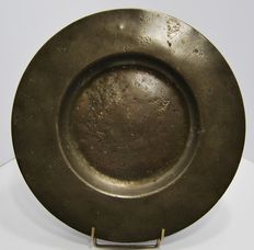 Cardinal's plate in pewter - hallmarked Claude Morant and Lyon 1675 - France - 17th century.