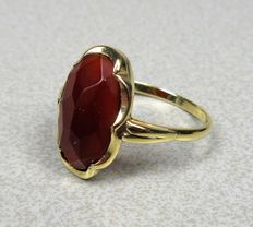 14 kt gold ring with carnelian. Ring size: 17.5 mm