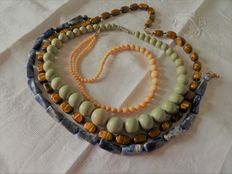 Lot of 4 semi-precious stones, African necklaces: sodalite, agate, Tiger eye