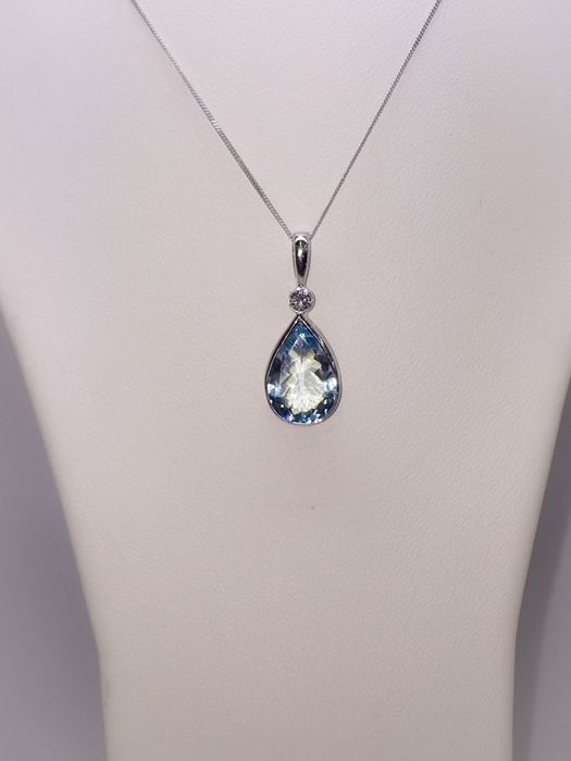 Aquamarine pear shape pendant necklace in 18k white gold